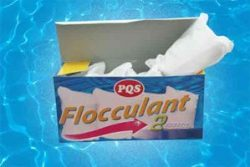 Flocculant tablets for swimming pools