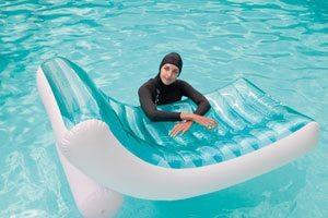 intex 58856 rockin lounger with girl in pool